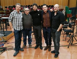 'En las Estrellas (Up Among the Stars)' - Interview with Iván Palomares and Zoe Berriatúa - Family picture - Gorka, José, Iván, Eduardo, Zoe