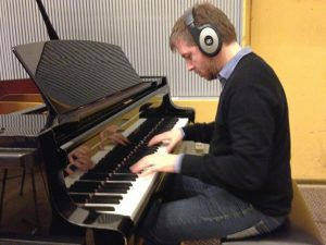 Atli Örvarsson - Entrevista - Componiendo al piano