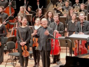 Joe Hisaishi - Paris 2019 - Hisaishi and the orchestra smiling