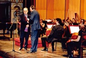 Ennio Morricone e Iñaki Azkuna - Bilbao - ZINEBI 2001 - (c) Foto ZINEBI